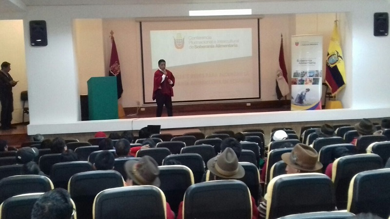 José Buñay en el Auditorio de la Facultad de Recursos Naturales de la ESPOCH