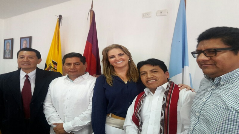 José Buñay y Daniel Soriano (COPISA) junto a Katuska Drouet Ministra de Acuicultura y Pesca